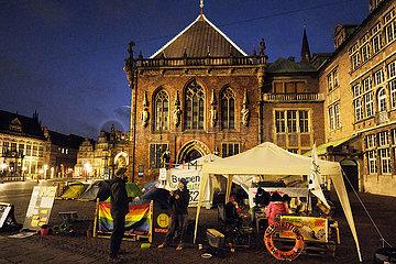Deutschland  Bremen - Klima-Protest (Klima-Camp) vor dem Bremer Rathaus am Marktplatz