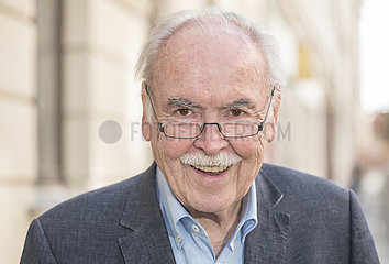 Dieter Hanitzsch  Karikaturist  Portrait  Muenchen  29. Juli 2021