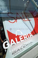 Deutschland  Bremen - karges Schaufenster von Galeria Karstadt Kaufhof  der Traditionsname Karstad soll bald ganz verschwinden
