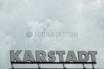 Deutschland  Bremen - Schriftzug von Galeria Karstadt Kaufhof auf dem Gebauede des Kaufhauses  der Traditionsname Karstad soll bald ganz verschwinden