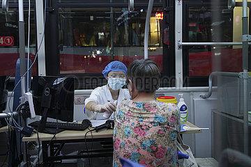 # CHINA-CHONGQING-COVID-19-IMPFUNG (CN)