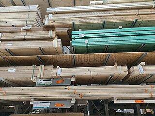 Holz im Baumarkt
