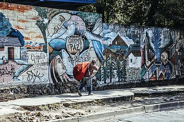Strassenszene mit Graffiti