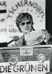Petra Kelly  Protest nach Tchernobyl Katastrophe  Rede  Hannover  Mai 1986