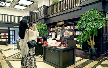 China-Xi'an-Bell-Tower-Buchhandlung (CN)