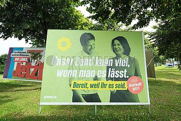 Deutschland  Bremen - Wahlplakat Buendnis 90/Die Gruenen mit der Kanzlerkandidatin Annalena Baerbock und Robert Habeck fuer die Bundestagswahlen 2021