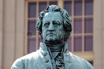 Deutsches Nationaltheater  Goethe-Schiller-Denkmal Weimar