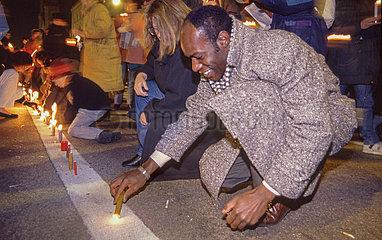 erste Lichterkette gegen Auslaenderfeindlichkeit  Muenchen  1992