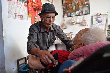 China-Nanchang-Paar-Pflege und Liebe (CN)