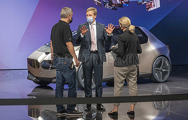 IAA Messestand  BMW-Chef Zipse  Auto BMW i Vision Circular  07.09.2021
