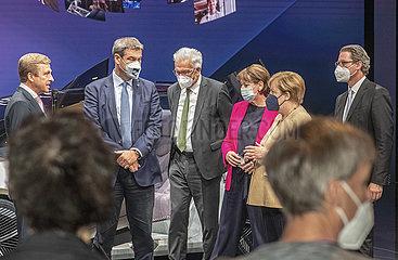 Bundeskanzlerin Angela Merkel  IAA Muenchen  Messerundgang mit Markus Soeder u.a.  07.09.2021
