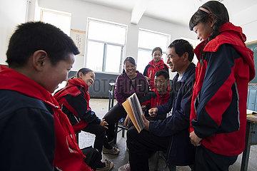 China-Shanxi-Pingshun-Lehrer-Paar im Berg (CN)