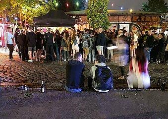 Warteschlange im Sommer 2021 vor einem Berliner Club