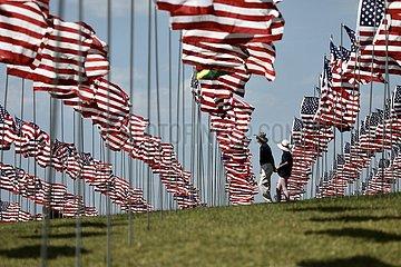 US-Malibu-9/11 Angriffe-Wellen von Flaggen