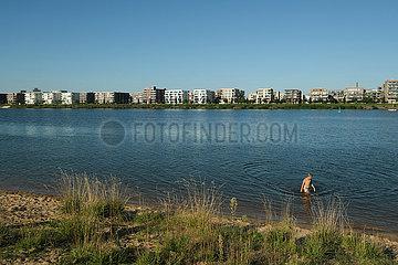 Deutschland  Bremen - Blick auf den modernen Stadtteil Ueberseestadt an der Weser