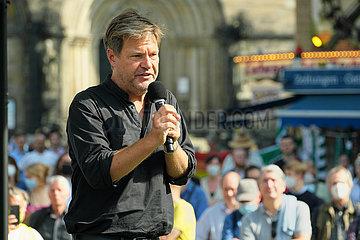 Deutschland  Bremen - Robert Habeck  Co-Vorsitzender von BUENDNIS 90/DIE GRUENEN haelt Rede bei Wahlkampfveranstaltung fuer die Bundestagswahlen 2021