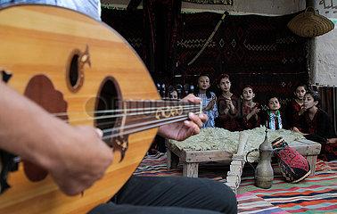 Midost-Gaza-Khan Yoünger-Kinder-Chor-Gruppe