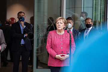 Bundeskanzlerin Merkel und Ministerpräsident Söder besuchen das Max-Planck-Institut für Quantenoptik in München