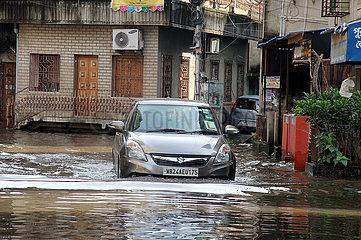 India-Kolkata-Waterlaschged Straße
