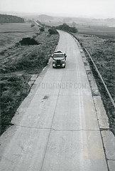 Autobahn Hof-Plauen bei Hof  kurz nach der Grenzoeffnung zur DDR  Vogtland  November 1989