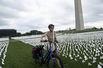U.S.-Washington  D.C.-National Mall-White-Flaggen-Lebt für Covid-19 verloren