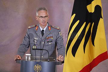 Verleihung des Verdienstkreuzes 1. Klasse des Verdienstordens der Bundesrepublik Deutschland an Brigadegeneral Jens Arlt  Schloss Bellevue