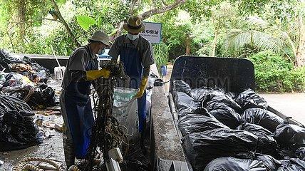 China-Hainan-Sanya-Sea-Müllbereinigung (CN)