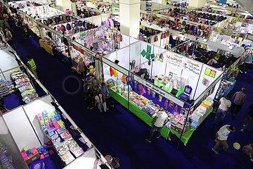 Ägypten-Kairo-Fair-School-Lieferungen