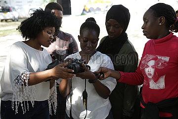 Tansania-Dar es Salaam-weiblicher Fotografen-Training-Workshop