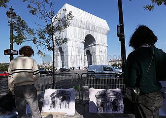 Frankreich-Paris-Arc de Triomphe-umwickelt