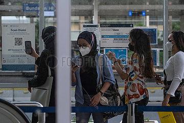 Indonesien-Jakarta-Covid-19-Hüllen