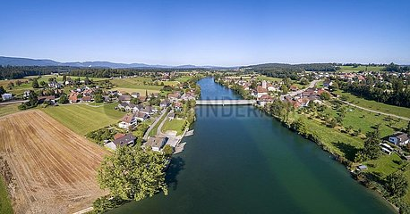 Schloss und Aarebrücke  Luftaufnahme  Aarwangen  Bern  Schweiz