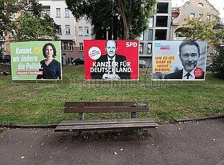 Wahlplakate von Gruenen  SPD und FDP zur Bundestagswahl 2021