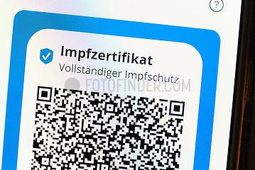 Deutschland  Bremen - die CovPass-app auf smartfone als Impfnachweis