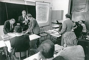 Seminar zu Marktwirtschaft und Demokratie  CSU-Wahlkampfhilfe fuer die DSU  Volkskammerwahl  1990