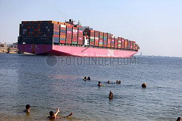 Ägypten-Ismailia-Suez-Kanal-Schiff-Erhöhung