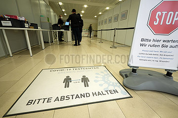 Deutschland  Bremen - Covid-19 Testcenter Bremen Airport fuer Schnelltest und PCR-Test
