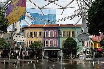 Singapur  Republik Singapur  Ausgehviertel mit Shophouses am Fountain Square in Clarke Quay
