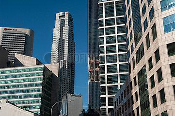 Singapur  Republik Singapur  Stadtbild mit modernen Buerogebaeuden und Wolkenkratzern im Geschaeftszentrum