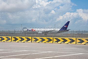 Singapur  Republik Singapur  Boeing 767-300F Frachtflugzeug der FedEx Express auf dem Flughafen Singapur-Changi