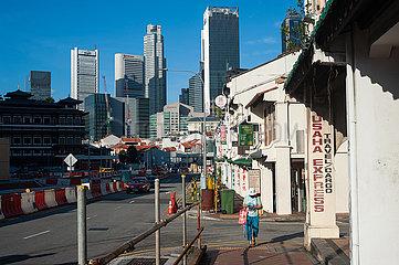 Singapur  Republik Singapur  Stadtbild mit Buerogebaeuden und Wolkenkratzern im Geschaeftszentrum am Raffles Place