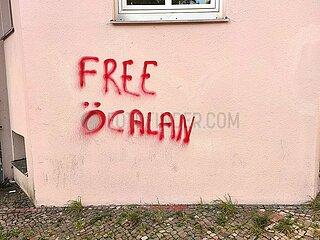 Free OEcalan -Schriftzug