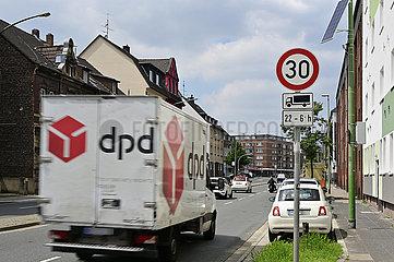 Verkehr B224 Gladbecker Strasse in Essen