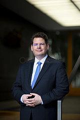 Prof. Oliver Holtemoeller