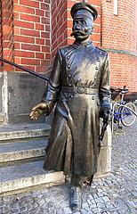 Berlin  Deutschland  Bronzefigur des Hauptmann von Koepenick