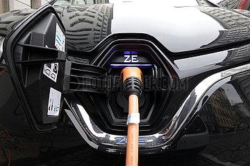 Berlin  Deutschland  Symbolfoto: Elektroauto wird aufgeladen