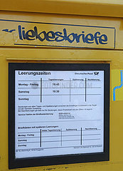 Warnemuende  Deutschland  Briefkasten nur fuer Liebesbriefe