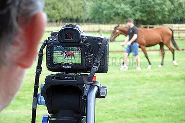 Soltau  Deutschland  Verkaufsvideo von einem Pferd wird gedreht