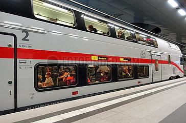 Berlin  Deutschland  Inter City 2 im Hauptbahnhof