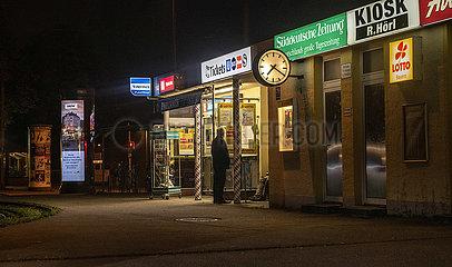 Kiosk  abends  Muenchen  Oktober 2021